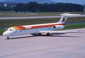 Od 1990 roku MD-87 latał w barwach Iberii. / Źródło zdjęcia: Aero Icarus from Zürich, Switzerland [CC BY-SA 2.0 (https://creativecommons.org/licenses/by-sa/2.0)], via Wikimedia Commons