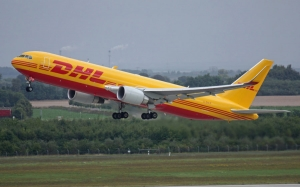 Boeing 767-300 Freighters w barwach DHL Express.